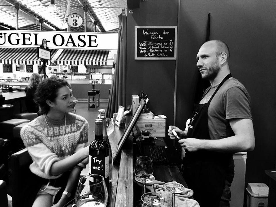 Vendeur de vin Francois-Xavier Thiébaud chez le caviste Tastavin. Spécialiste de la vente de vin en ligne. Un vrai caviste en ligne.